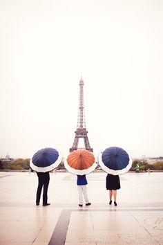 Family Photo in Paris, via yolandavillagran.com