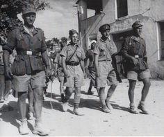British troops captured during Battle of Crete , May 1941 . German Soldier, Ww2 German, German Army, Battle Of Crete, Victory In Europe Day, Afrika Korps, German Uniforms, Military Diorama, Dioramas