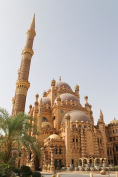 For many, the greatest draw to Egypt is the pyramids and the many other temples and ruins that stand as testament to one of the most fascinating Egypt Travel, Africa Travel, Sharm El Sheikh Egypt, Mosque Architecture, Visit Egypt, Beautiful Mosques, Cairo Egypt, Beautiful Places To Travel, Travel Aesthetic