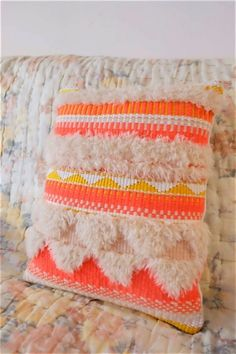 coussin-tapisserie-laine-et-coton-chaumiere-oiseau-2