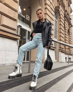 Doc Martens have been in style for almost 60 years, discover what made them so popular. We also discuss how to wear them in style! Combat Boot Outfits, Winter Boots Outfits, Casual Fall Outfits, Winter Fashion Outfits, Look Fashion, Trendy Outfits, Fashion Models, High Fashion, Combat Boots