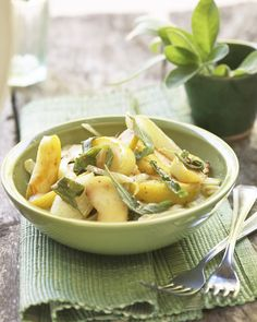 Healthy food doesn't have to be any less delicious, try this Fennel salad with Asian pear and Parmesan. #Healthy #Recipes