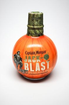 The first pumpkin-flavoured spiced rum on the market – Captain Morgan Jack-O'Blast. Designed to target the shot market, the limited edition variant blended Caribbean rum with fresh pumpkin, cinnamon and other autumnal spices. Pumpkin Beer, Pumpkin Spice, Captain Morgan Drinks, Spiced Rum Drinks, Caribbean Rum, Fall Drinks, Beer Packaging, Seasonal Food, Smoothie Drinks