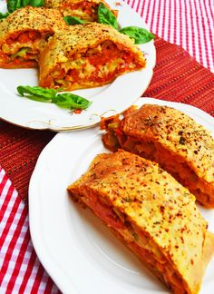 The whole family loves him! My pizza strudel - Today I have a really tasty and simple recipe for you that has been with me for a long time. Breakfast Pizza, Vegan Breakfast Recipes, Paleo Recipes, Pizza Snacks, Party Snacks, Ma Pizza, Pizza Logo, Pizza Twists, Burger Co