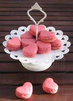 Tortentante - Der grosse Tortenblog mit Anleitungen, Rezepten und Tipps für Motivtorten: Herzchen Macarons - süße Kleinigkeiten zum Valentinstag