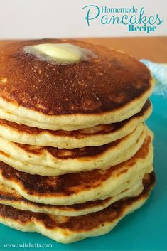 The Best Homemade Pancakes Recipe Homemade Pancake Recipe. Simple and delicious breakfast recipe. Perfect for dinner too! Plus you can make ahead and freeze for later! Easy Banana Pancake Recipe, Best Homemade Pancakes, Best Pancake Recipe, Pancake Recipes, Real Food Recipes, Dessert Recipes, Cooking Recipes, Batch Cooking, Desserts