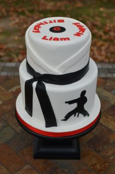 Give your little martial arts expert an amazing Karate Birthday Party. Find fun and creative ideas and links to everything you need to throw your the best kids karate party yet! Ninja Birthday Cake, Ninja Cake, Karate Birthday, Ninja Birthday Parties, Ninja Party, 8th Birthday, Birthday Cakes, Birthday Ideas, Karate Cake