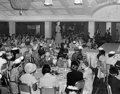 A fashion show at the Ambassador Hotel in September (LAPL Bizarre Los Angeles Golden Age Of Hollywood, Classic Hollywood, Old Hollywood, Ambassador Hotel, Los Angeles Neighborhoods, I Love La, Hollywood Homes, Bunker Hill, Coconut Grove