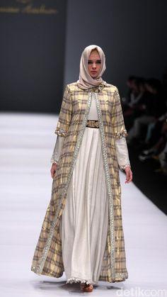 Foto: Koleksi Anniesa Hasibuan di Jakarta Fashion Week 2017