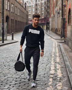 Men's Fashion rules You should know Gym Outfit Men, Puma Outfit, Mens Fashion Blog, Fashion Bags, Mens Style Guide, Denim Jacket Men, Sweatshirt Outfit, Sport Outfits, Streetwear