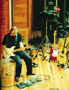 Dave and his guitars! David Gilmour Guitar, David Gilmour Pink Floyd, Roger Waters David Gilmour, Musica Punk, Piano, Isle Of Wight Festival, Sing Me To Sleep, Best Guitarist, Stevie Ray Vaughan