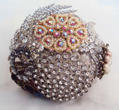 How to make a bridal brooch bouquet