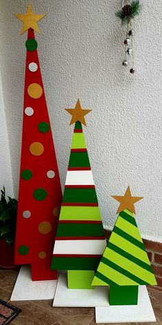 In this DIY tutorial, we will show you how to make Christmas decorations for your home. The video consists of 23 Christmas craft ideas. Christmas Wood Crafts, Christmas Porch, Christmas Crafts For Kids, Christmas Signs, Christmas Art, Christmas Projects, Holiday Crafts, Christmas Holidays, Christmas Ornaments