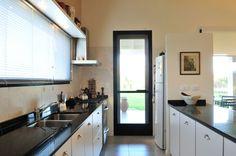 Marcela Parrado Arquitectura Kitchen Cabinets, Kitchen Appliances, Design, Home Decor, Interior, Ideal Home, House 2, Arquitetura, Molde