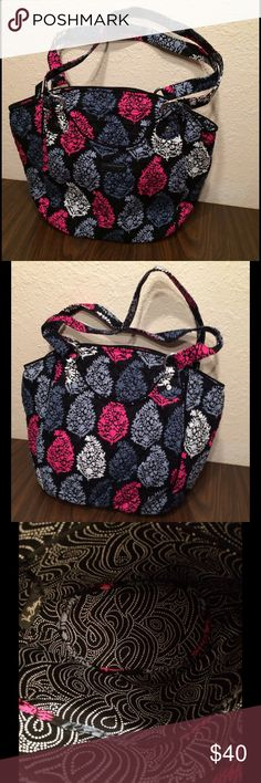 Vera Bradley Northern Lights Glenna NWOT The Glenna has front and back exterior pockets. The interior has a zippered and three slip in pockets. It has a recessed zippered closure. This comes from a smoke free and pet free home! Vera Bradley Bags Shoulder Bags