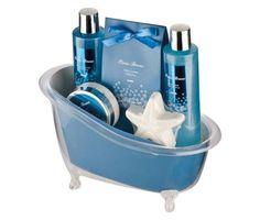 Luxusná kúpeľná darčeková súprava s vôňou oceánu. Sada obsahuje sprchový gél, penu do kúpele, telové mlieko a kúpeľnú soľ. Darčeková súprava je zabalená v krásnej plastovej vaničke. Kvalitná kúpeľná súprava s príjemnou vôňou obohatí každý Váš kúpeľ a poteší svojimi účinkami a originalitou dizajnu v ktorom je zabalená. Atraktívny darček, ktorý urobí radosť každému a za každých okolností! http://www.luxusne-doplnky.eu/