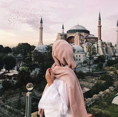 Uploaded by ‍princess Rose. Find images and videos about hijab, muslim and mosque on We Heart It - the app to get lost in what you love. Hijabi Girl, Girl Hijab, Hijab Outfit, Muslim Girls, Muslim Couples, Muslim Women, Hijab Chic, Muslim Fashion, Hijab Fashion