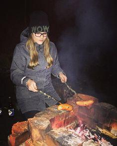 Blogissa Venlan kokemuksia retkeilystä Linlon ulkoilualueella  Trekking can be fun even if it's dark and wet! . . . . . #uusipostausblogissa #linkkiprofiilissa @kodinkuvalehti #moreontheblog #linkinprofile @kirkkonummenkuntalahettilaat #kirkkonummi #linlo #bloggari #blogger #bloggaaja #tyttönimun #youthambassador #nuotio #retkellä #trekking #metsässä #intheforest