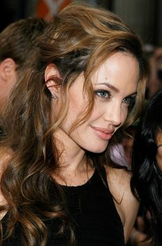 Angelina Jolie..hair!