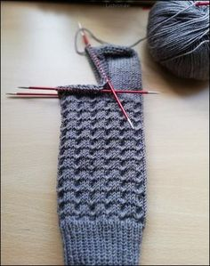Loom Knitting, Knitting Socks, Knitting Patterns Free, Hand Knitting, Knit Socks, Knit Or Crochet, Yarn Crafts, Pulls, Knitting Projects