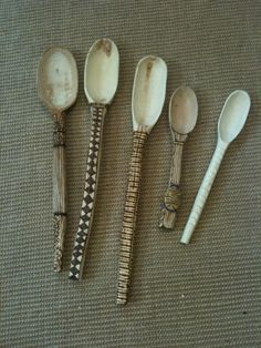 Spoon carving class taught by John Manthei at the University of Alaska Fairbanks Rita Tangueray Ceramic Spoons, Wooden Spoons, Ceramic Clay, Ceramic Pottery, Carved Spoons, Pottery Art, Keramik Design, Sculptures Céramiques, Paperclay