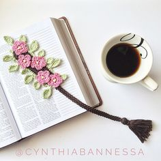 Flower crochet bookmark