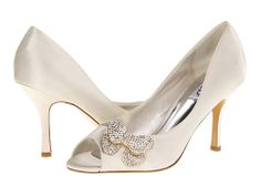 rsvp Gelilah - for adri or silver for bmaids Satin Shoes, Fashion Sites, Here Comes The Bride, Bridal Shoes, Bridal Accessories, Bag Making, Wedding Details, Me Too Shoes, Wedding Inspiration