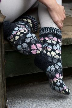 These socks are covered all over with a light-coloured flower pattern which makes a beautiful contrast with the graphite main colour. Knitted from Novita 7 Veljestä and 7 Veljestä Multiraita. Crochet Socks, Knitting Socks, Knit Crochet, Yarn For Sale, Wool Socks, Fair Isle Knitting, Couture, Fingerless Gloves, Arm Warmers