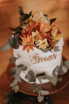 Naked Cakes, Home Wedding, Gifts, Bunting Garland, Civil Wedding, Cake Ideas, Wedding Decoration, Weddings, Party