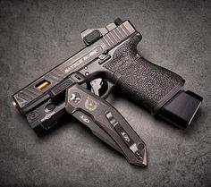 The #BattleBornGlock and some @ztknives hotness - - #concealedcarry #opencarry #2a #2ndamendment  #firearms #firearm #reno  #nevada #igmilitia #weaponsdaily #gunporn #gunsdaily #gunfanatics  #murica #merica #gunsinc #glock #glock19 #glockmods #glockfeed #glockfanatics