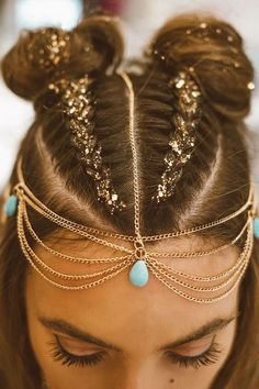 37 hairstyle ideas for Coachella and summer music festivals. Try some of these festival braids and bohemian hairstyles for music festivals! Coachella hairstyles for short hair Festival Stil, Festival Mode, Festival Looks, Festival Fashion, Coachella Festival, Coachella 2016, Coachella Makeup, Coachella Style, Coachella Outfit Ideas