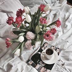 Доброе субботнее утро в полдень это и есть замечательное утро а если оно началось ещё с ароматного кофе и мороженного крем брюле то это уже супер выходнойа ещё у нас в Риге такое солнце яркое всем прекрасных и самых весенних выходных by katerinamalgina