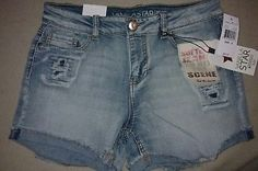 NWT SZ 9 Vanilla Star Distressed Jean Shorts Womens Light Wash $40 MSRP