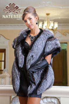 Жилет из чернобурки с норкой Fur Fashion, Winter Fashion, Womens Fashion, Fabulous Fox, Stunning Brunette, Badass Outfit, Fur Wrap, Fur Stole, Fox Fur Coat
