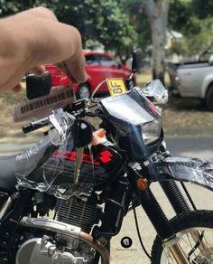Dr 650, Motorcycle, Vehicles, Super Bikes, Display, Hipster Stuff, Motorcycles, Car, Motorbikes