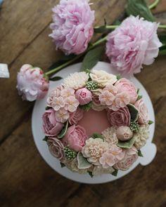 "3,044 Likes, 26 Comments - 플라워케이크 by 메종올리비아 (@maison_olivia) on Instagram: ""Whitebeanpaste flower & ricecake  _ 4th. Basic class  - #doublelace #doublelacericecake…"""