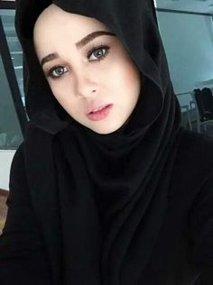 Every time you wear your hijab,You are carrying an ayah from the quran. Islamic Fashion, Muslim Fashion, Hijab Fashion, Girl Fashion, Fashion Beauty, Beautiful Hijab Girl, Beautiful Girl Image, Beautiful Women, Hijabi Girl