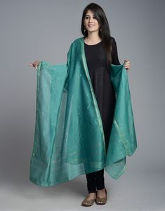Fabindia is India's largest private platform for products that are made from traditional techniques, skills and hand-based processes. Simple Kurta Designs, Kurta Designs Women, Salwar Designs, Dress Indian Style, Indian Wear, Indian Designer Outfits, Indian Outfits, Kerala Saree Blouse Designs, Dress And Sneakers Outfit