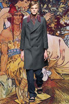 Gucci = Fe/male nouveau. See more Milan AW15 GIFs: http://www.dazeddigital.com/fashion/article/23315/1/milan-aw15-gifs