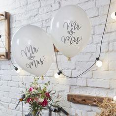 Ballons für Eure Hochzeitsdekoration mit Schriftzug, romantische Hochzeit / romantic wedding decoration with white balloons with lettering made by Kartenliebe Hamburg via DaWanda.com