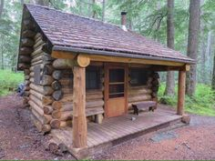 009 Small Log Cabin Homes Ideas Small Log Cabin, Tiny Cabins, Tiny House Cabin, Little Cabin, Log Cabin Homes, Cabins And Cottages, Cozy Cabin, Log Cabins, Tiny Houses