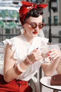 Rockabilly Girls und Pin-Ups im Vintage-Stil - Women's Style Pigtail Hairstyles, Bobby Pin Hairstyles, Headband Hairstyles, Crazy Hairstyles, Estilo Pin Up, Look Rockabilly, Rockabilly Fashion, Rockabilly Makeup, 50s Makeup