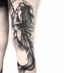 Tatuagem criada por Frank Carrilho do Rio de Janeiro, atualmente fazendo guest em vários paises do mundo.  Sereia em blackwork.