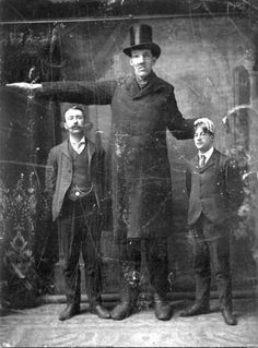 Edouard Beaupré - The Willow Bunch Giant - Circus Freaks and Oddities Giant People, Tall People, Freak Show Circus, Tall Guys, Tall Men, Victorian Photography, Human Oddities, Family Roots, Bizarre