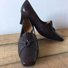 UK SIZE 7.5 D VAN DAL BROWN LEATHER COURT SHOES ROUND BUCKLE DETAIL HEELS