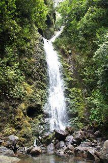 HikeOneHikeAll Hawaii: Lulumahu Falls and Kaniakapupu Ruins