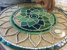 Mandala shape - Martin Alejo Mangeaud - Table top, stepping stone in a simpler design, coaster, loads of uses for this pattern.free mosaic patterns for tables RoundI think this would make a great hooked chair padLove the tranquil colours. Mosaic Tile Art, Mosaic Artwork, Mosaic Crafts, Mosaic Projects, Marble Mosaic, Mosaic Glass, Glass Art, Stained Glass, Mosaic Designs