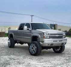 . Lifted Chevy Trucks, Gm Trucks, Chevy Pickups, Chevrolet Trucks, Diesel Trucks, Cool Trucks, Silverado 2006, Chevrolet Silverado, Chevy 2500hd
