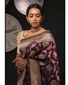 In Kobe with this elegant Banarasi saree from . Banaras Sarees, Silk Sarees, Indian Attire, Indian Wear, Beautiful Dresses, Nice Dresses, Engagement Saree, Reception Sarees, Silk Saree Blouse Designs
