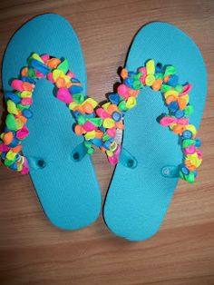 Balloon Decorated Flip Flops.  Super cute and simple craft.